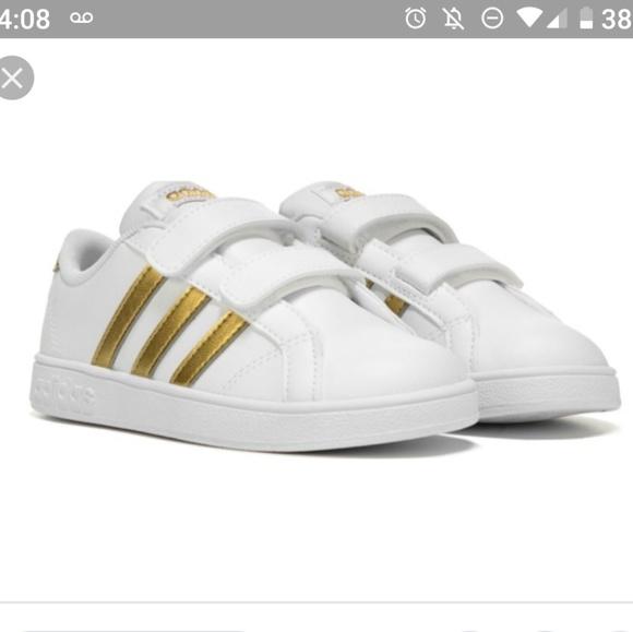 Kids Adidas white and gold stripe size 6